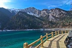 Lago en cielo azul Imagen de archivo