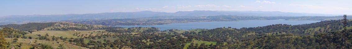 Lago en Coghinas en Cerdeña Foto de archivo