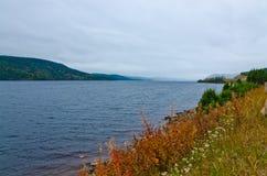 Lago en día cubierto Imagen de archivo libre de regalías