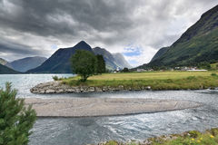 Lago en el área del fiordo de Geiranger (Noruega) Foto de archivo