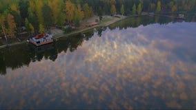 Lago en el amanecer en verano almacen de metraje de vídeo