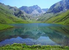 Lago en el Cáucaso, Karachay-Cherkessia Urup Imágenes de archivo libres de regalías