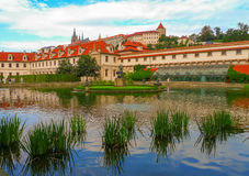 Lago en el jardín de Wallenstein, Praga, República Checa Foto de archivo libre de regalías