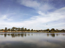 Lago en el parque Imagen de archivo libre de regalías