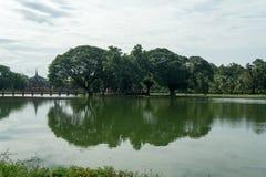 Lago en el parque histórico en sukhothai Imagen de archivo