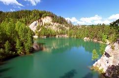 Lago en el parque nacional de Adrspach Imagen de archivo libre de regalías
