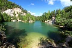 Lago en el parque nacional de Adrspach Fotos de archivo libres de regalías