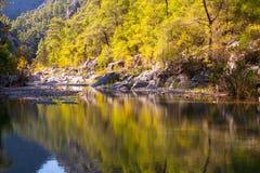 Lago en Harmony Canyon, Turquía Foto de archivo