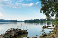 Lago en Italia septentrional Lago varese con el islote de Virginia, Biandronno Sitio de la UNESCO imágenes de archivo libres de regalías