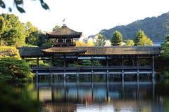 Lago en la capilla de Heian, Kyoto, Japón Imagen de archivo