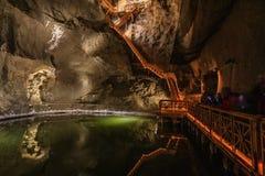 Lago en la mina de sal de Wieliczka fotografía de archivo