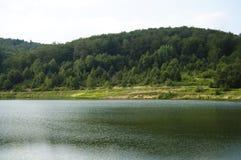 Lago en la montaña Fotos de archivo libres de regalías