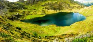 Lago en la montaña Imágenes de archivo libres de regalías