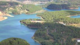Lago en la opinión del mounttain, ciudad del lat de DA, provincia de Lam Dong, Vietnam lam de Tuyen metrajes