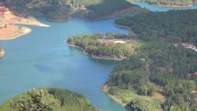Lago en la opinión del mounttain, ciudad del lat de DA, provincia de Lam Dong, Vietnam lam de Tuyen almacen de video