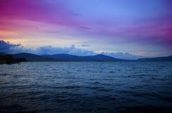 Lago en la puesta del sol Foto de archivo libre de regalías