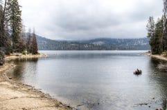 Lago en la sierra Nevada imagen de archivo libre de regalías