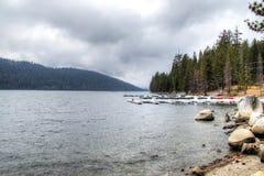 Lago en la sierra Nevada foto de archivo libre de regalías