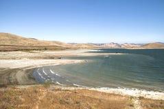 Lago en la sierra Nevada foto de archivo