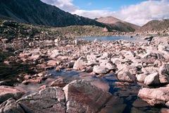 Lago en las colinas Imagen de archivo libre de regalías