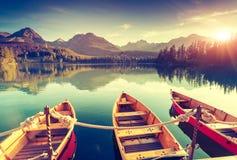 Lago en las montañas Imagen de archivo libre de regalías
