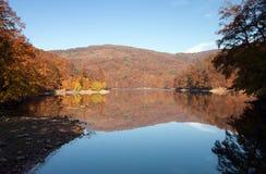 Lago en las montañas de Vihorlat llamadas Imágenes de archivo libres de regalías