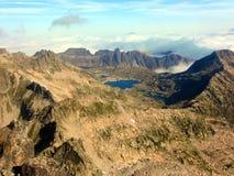 Lago en las montañas del macizo de Besiberri imagen de archivo