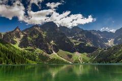 Lago en las montañas en la salida del sol, Polonia de Tatra Fotografía de archivo libre de regalías