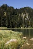 Lago en las montan@as julianas, Eslovenia. Foto de archivo