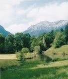 Lago en los argumentos del castillo Foto de archivo