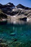Lago en montaña Imagenes de archivo