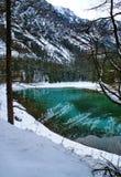 Lago en montañas. Fotografía de archivo libre de regalías