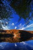 Lago en otoño Foto de archivo libre de regalías