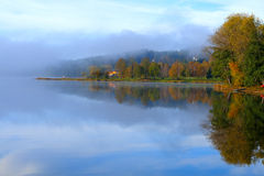 Lago en otoño Imagenes de archivo