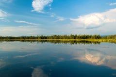 Lago en parque de la isla Imagenes de archivo