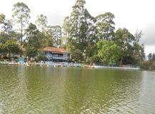 Lago en Tamil Nadu, una pequeña ciudad reservada Yercaud en la India meridional Foto de archivo