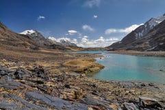 Lago en Tayikistán imagenes de archivo