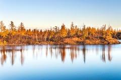 Lago en tundra en la península de Taimyr Fotografía de archivo