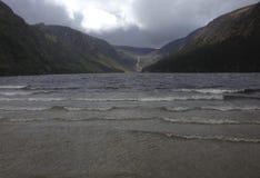 Lago en un valle en Irlanda Fotografía de archivo