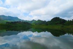 Lago en Vietnam fotografía de archivo