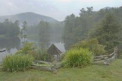 Lago enevoado Fotografia de Stock Royalty Free
