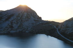 Lago Enol, Cangas de OnÃs, España Foto de archivo