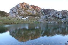 Lago Enol, Cangas de OnÃs, Espagne Image stock