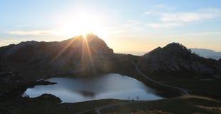 Lago Enol, Cangas de OnÃs, Espagne Photographie stock libre de droits