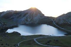 Lago Enol, Cangas de OnÃs, Espagne Images libres de droits