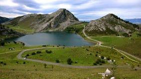 Lago Enol en Asturias, España Fotografía de archivo