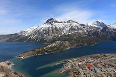 Lago entre as montanhas Imagens de Stock