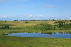 Lago entre las colinas Fotografía de archivo