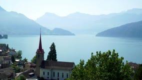Lago Erbaspagna in Svizzera Nella priorità alta è il villaggio di Weggis stock footage