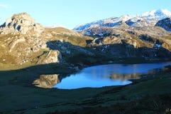 Lago Ercina, Cangas de OnÃs, Spanien Lizenzfreie Stockbilder